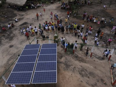 Assunto: Sistema solar de geracao de energia eletrica na Aldeia Pajura de indios auto declarados da etnia tupinamba na comunidade de Cabeceira do Amorim no Rio Tapajos - RESEX Tapajos-Arapiuns Local: Santarem - PA Data: 03/2017 Autor: Chico Ferreira