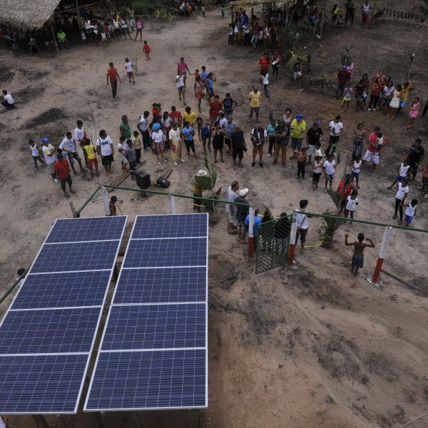 Assunto: Sistema solar de geracao de energia eletrica na Aldeia Pajura de indios auto declarados da etnia tupinamba na comunidade de Cabeceira do Amorim no Rio Tapajos - RESEX Tapajos-ArapiunsLocal: Santarem - PAData: 03/2017Autor: Chico Ferreira